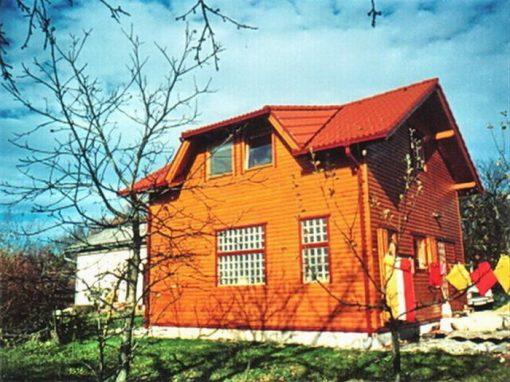 Drvene kuće i nadstrešnice